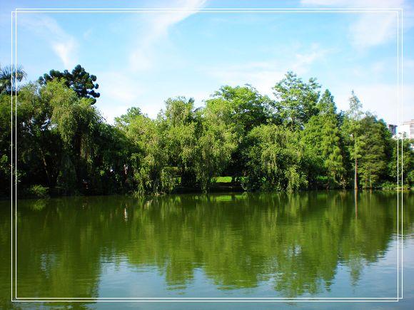 绿拥西湖碧如玉